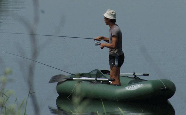 Идеальная лодка для ловли щуки в траве