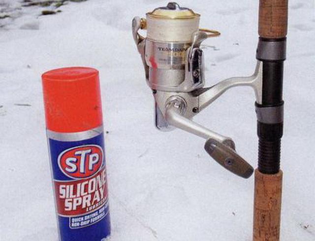 Вот такой спрэй от фирмы STP можно использовать для смазки колец и лески.