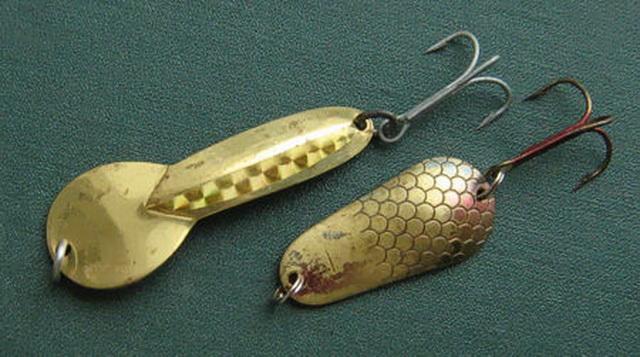 Рыбалка на щуку начинается еще в рыболовном магазине, при выборе уловистой колебалки.