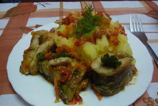Щука тушеная с овощами 1